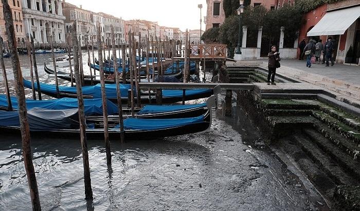 в венеции пересохли каналы 1 (700x411, 377Kb)