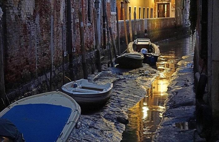 в венеции пересохли каналы 5 (700x455, 376Kb)