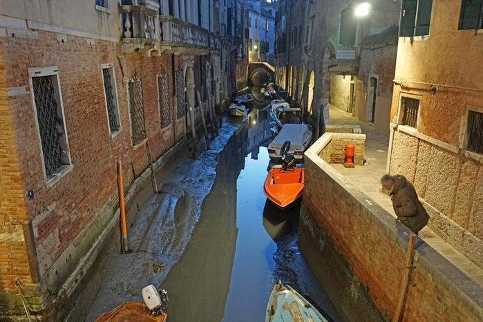 в венеции пересохли каналы 7 (700x466, 378Kb)