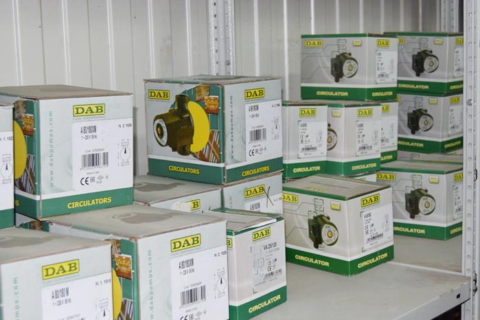 Электрические конвекторы и обогреватели  Принцип работы электрического конвектора основан на естественной или принудительной конвертации воздуха, и, в отличие от других типов электрических тепловых приборов, при использовании данного типа оборудования происходит равномерное распределение тепла по всему помещению. Электрические конвекторы отопления – это большой выбор мощности, типоразмеров и дизайна, что позволяет решить большинство задач, связанных с организацией интерьера помещения. Насосы DAB  Насосы DAB - широкий спектр насосного оборудования от итальянской компании DAB PUMPS S.p.A./5922005_dabynasosy2 (700x466, 287Kb)
