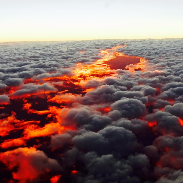 2. Закат над облаками. Снято над Австралией (700x700, 462Kb)