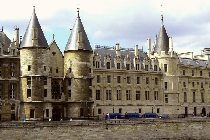 Conciergerie001 (700x467, 194Kb)