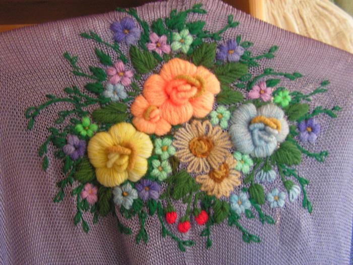 Вышиваем объемные розы шерстяными нитками Женский клуб