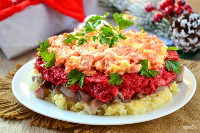 50 слоеных салатов на Новый год/5281519_salat_quotnavajdeniequot_s_seledkoi343595 (700x466, 265Kb)