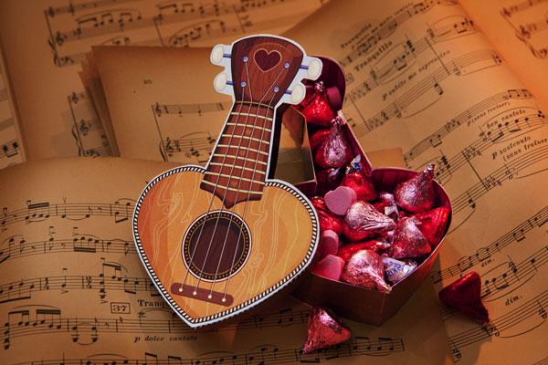 6140098_ukulelevalentineheartbox (600x400, 73Kb)