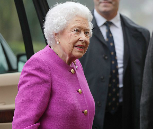 Queen-Elizabeth-3 (595x500, 177Kb)