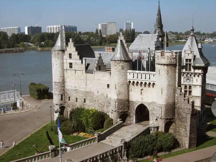 Бельгия-замок-1 (700x525, 64Kb)