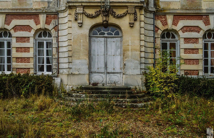 заброшенный старинный дом фото 2 (700x453, 485Kb)