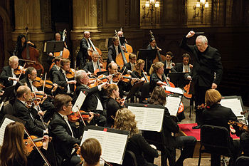 420px-Vancouver_Symphony_Orchestra_with_Bramwell_Tovey (350x233, 37Kb)