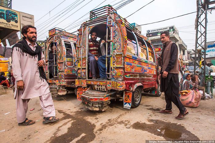 тюнинг пакистанских маршруток 2 (700x466, 562Kb)