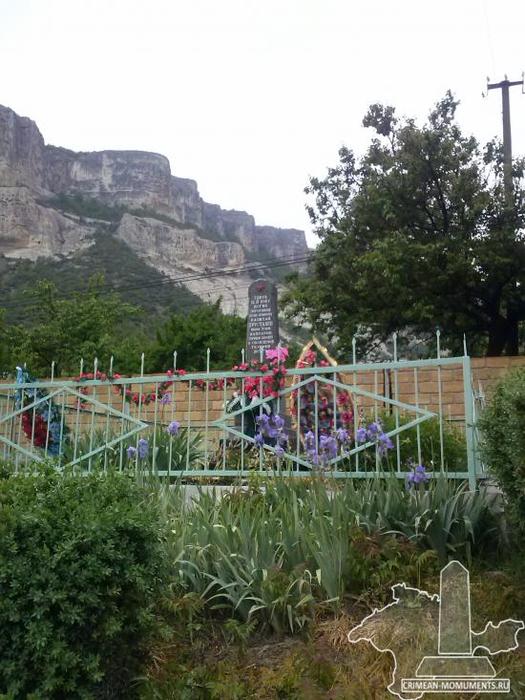 малосадовое Памятник советскому летчику Н.Т. Хрусталеву (525x700, 350Kb)