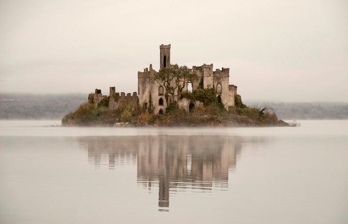 замок на острове Касл Айленд ирландия 2 (700x451, 193Kb)