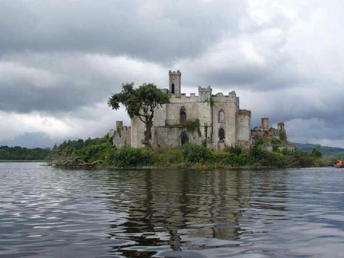 замок на острове Касл Айленд ирландия 8 (700x525, 272Kb)
