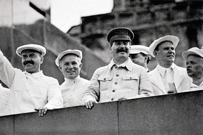 Сколько двойников было у Сталина