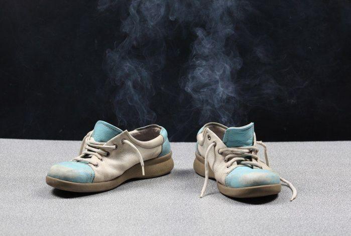 как убрать запах из обуви/4171694_kak_ybrat_zapah_iz_obyvi (700x471, 43Kb)