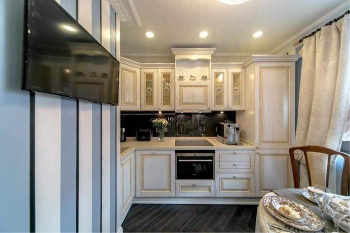 Полосатые-обои-на-кухне-в-английском-стиле-1 (700x466, 265Kb)