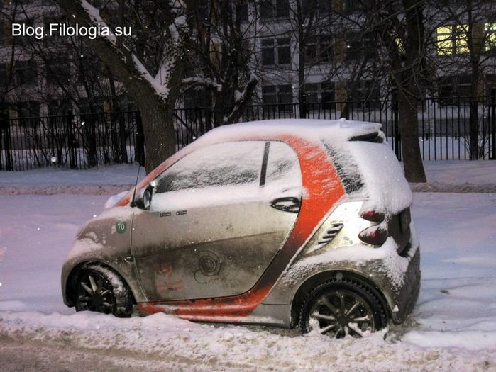 """Автомобиль """"Смарт"""", стоящий зимой на одной из московских улиц(700x525, 78Kb)"""