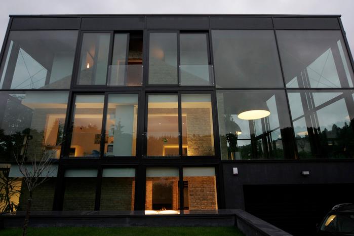 современый стеклянный дом фото 2 (700x466, 297Kb)