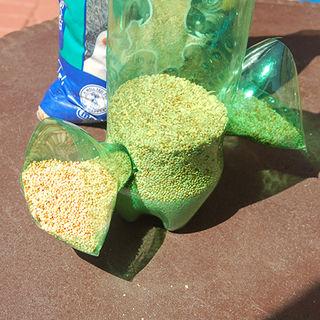 Из пластиковых бутылок - кормушка для птиц (12) (320x320, 110Kb)