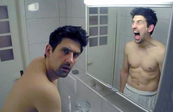 Зеркала издавна завораживают и пугают людей</strong>. Говорят, что они отражают призраков,/3509984_8426986_1_ (700x453, 155Kb)