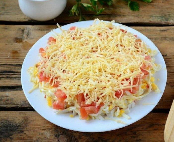Простой и вкусный салат из крабовых палочек рецепт