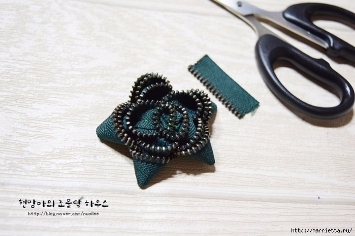 Своими руками. Брошь - цветок из молнии (12) (700x466, 207Kb)
