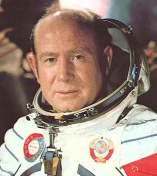 Как советские космонавты угощали «водкой» американцев