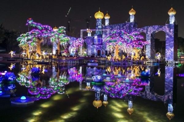 Светящийся-сад-в-Дубаи-Dubai-Garden-Glow-4 (600x399, 254Kb)