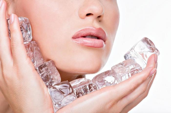 массаж лица кубиками льда