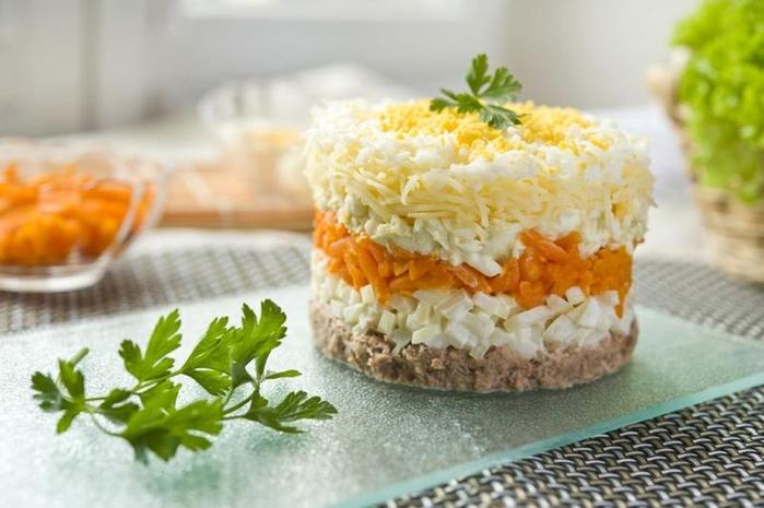 Salat-Mimoza-po-sekretnomu-receptu (700x465, 285Kb)
