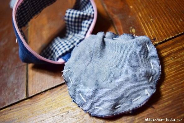 Шьем кошелек из джинсов с вязаной крючком розой (14) (592x395, 178Kb)