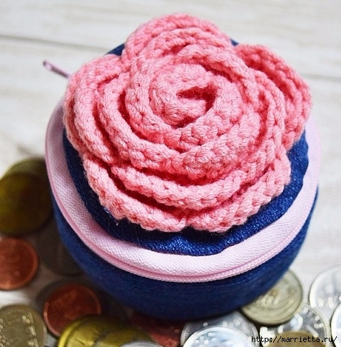 Шьем кошелек из джинсов с вязаной крючком розой (22) (478x487, 189Kb)