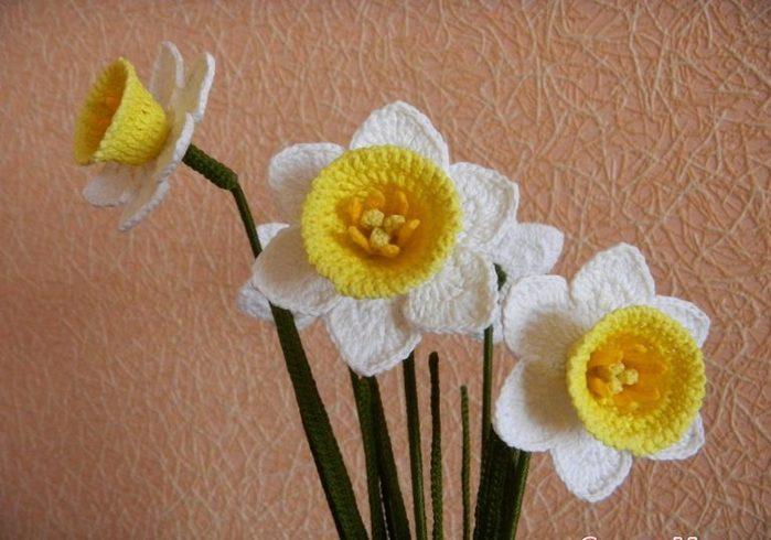 Вязание крючком листьев и розы
