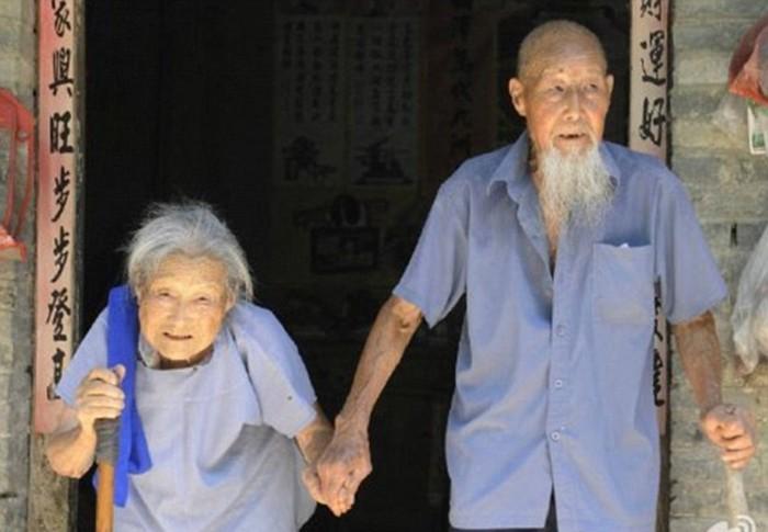Китайцы сделали свадебную фотографию через 80 лет!