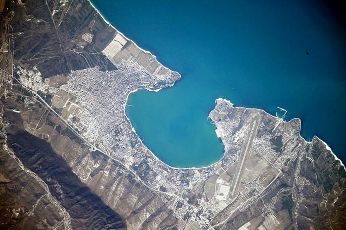 Геленджик Вид из космоса (700x466, 122Kb)