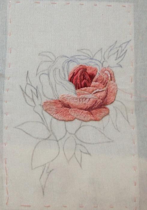 Вышивка гладью розы фото