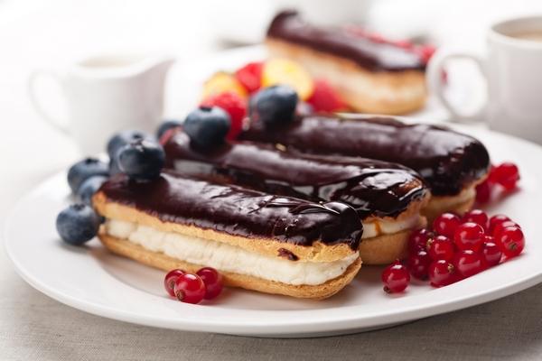 domashnie-eklery-s-kremom-v-shokoladnoj-glazuri (600x400, 204Kb)