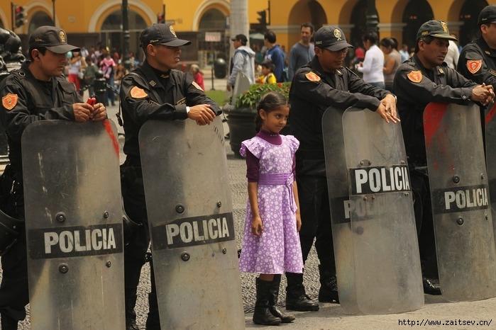 Полиция отказалась разгонять протестующих на митинге/2178968_police1167101_1280 (700x466, 220Kb)