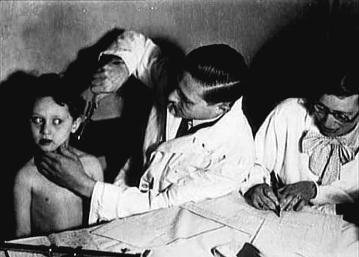 Ужасные опыты нацистского доктора Йозефа Менгеле в концлагере