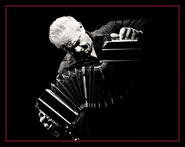 astor-piazzolla-el-refugio-de-los-musicos4 (640x511, 35Kb)