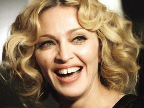 Голливудские знаменитости с кривыми зубами