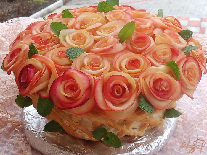 «Букет для женщин» - торт с яблочными розами (14) (700x525, 462Kb)