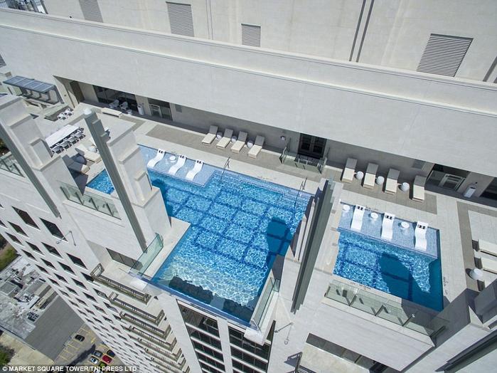 бассейн с прозрачным дном в техасе 1 (700x524, 420Kb)