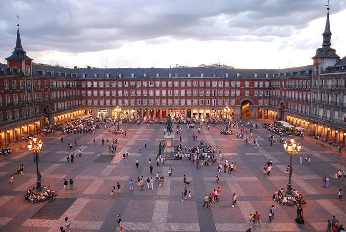 4897960_Vid_na_vechernuu_PlazaMaior_Madrid (700x468, 78Kb)