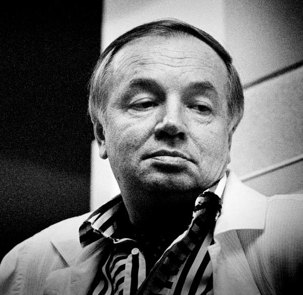 Voznesensky_by_Mikhail_Lemkhin (600x583, 208Kb)