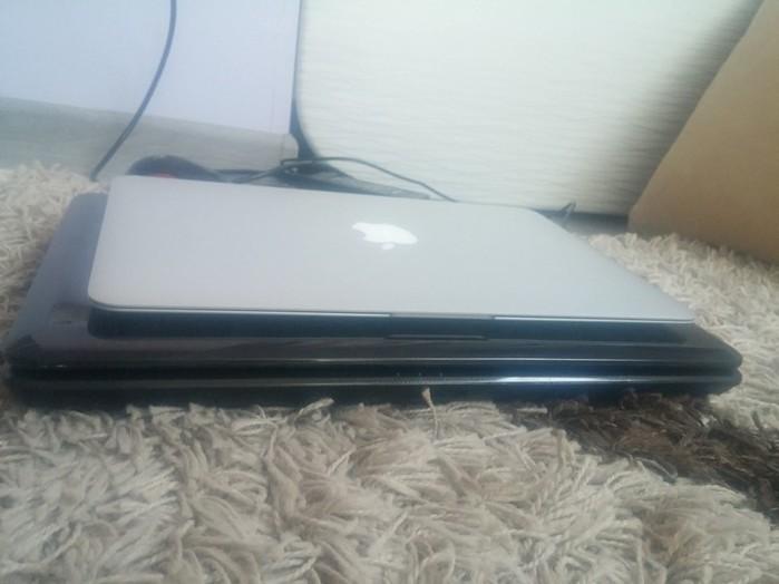Macbook Air в руках блондинки. Знакомство