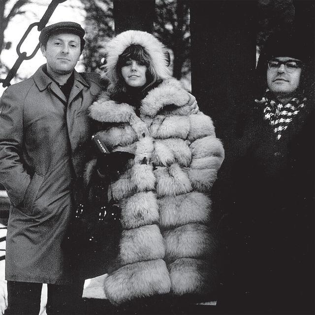 Иосиф Бродский, Эллендея Проффер и Андрей Сергеев. Ленинград, недалеко от дома Бродского, декабрь 1970 года (640x640, 70Kb)