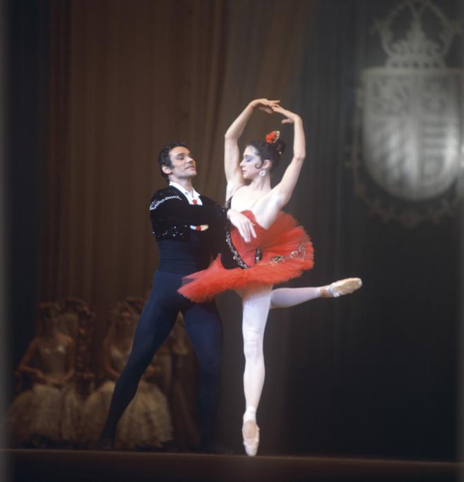 RIAN_archive_503726_Yekaterina_Maksimova_and_Vladimir_Vasilyev_performing_at_Bolshoi_Theater (673x700, 267Kb)