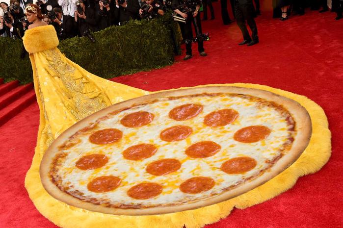 платье пицца рианны 1 (700x465, 454Kb)