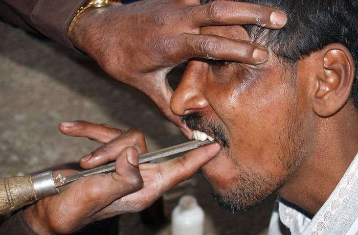 Индийский уличный дантист /3509984_004_dantist_49 (700x460, 50Kb)